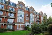 3 bed Flat in Castelnau,