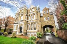 2 bedroom Flat in Keswick Road, LONDON