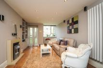 2 bed Flat to rent in Hayward Gardens, LONDON