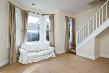 Flat to rent in Elspeth Road, Battersea...