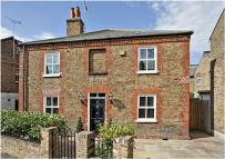5 bed Detached home to rent in Helena Road, Windsor...