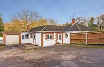 4 bedroom Detached Bungalow in Alresford Road...