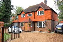 4 bed Detached house in Goffs Park Road, Crawley...