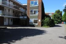 Studio apartment to rent in Barnfield Road, Crawley...