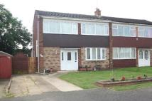 3 bed semi detached house in High View, Deanshanger