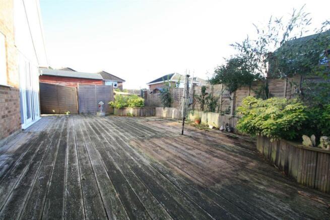 rear garden b.JPG