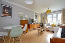 Flat to rent in Malyons Road, London...