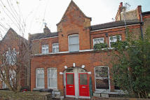 Ground Flat for sale in Algiers Road, London...