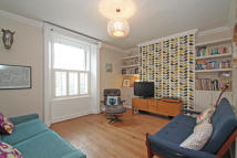2 bedroom Flat in New Cross Road, London...