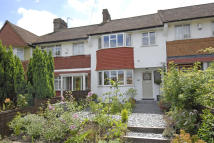 3 bed property in Sevenoaks Road, London...