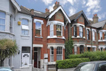 Flat in Ladywell Road, London...