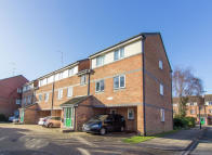 2 bed Flat in Frensham Close, Southall