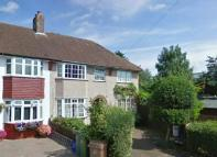 3 bedroom semi detached house to rent in Elm Close, Carshalton