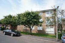 Flat to rent in Mortlake Close Close...