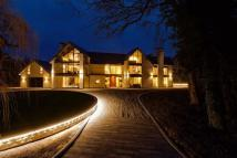 5 bedroom Detached property in Hall Grounds Drive...