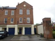 4 bed Town House in Drakes Court...