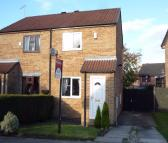 2 bedroom semi detached house to rent in Bradshaw Way, Treeton...