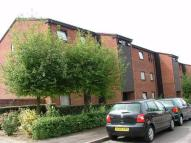 2 bedroom Flat to rent in Rowlands Close...