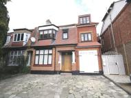 Ground Flat to rent in Hale Lane, Mill Hill