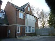 5 bedroom semi detached house in Garfield Close...