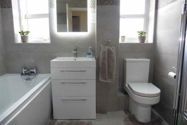 Modern luxury bathro