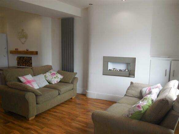 Lounge/dining room (