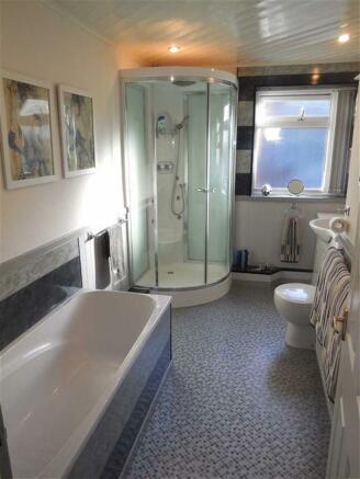 Luxury bathroom (rea