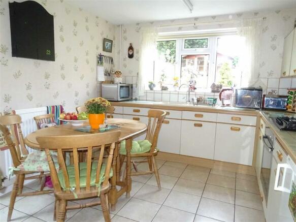 Breakfast kitchen (rear)
