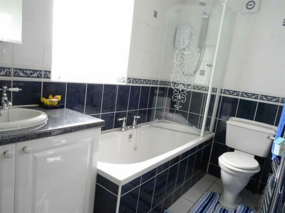 Bathroom (front)