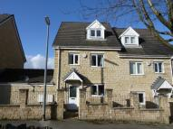Town House to rent in Holly Bank Road, Lindley...