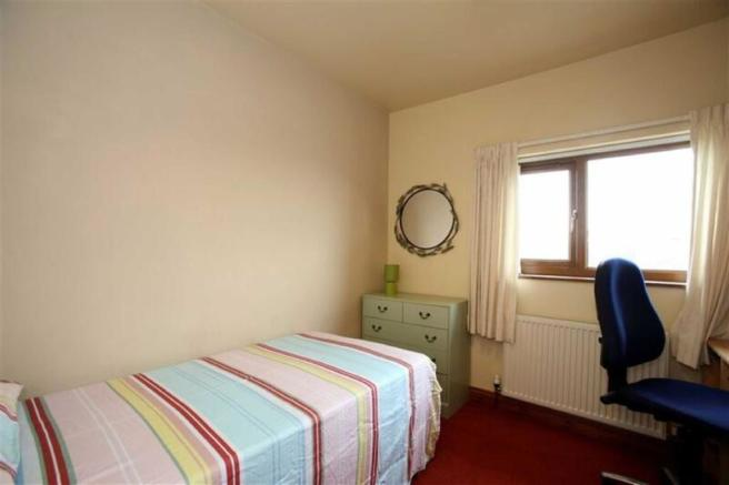 BEDROOM 3 - to the r
