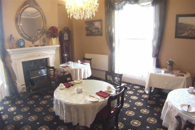 RESIDENT'S DINING ROOM