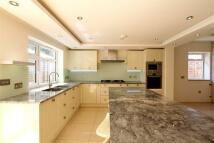 4 bedroom Detached Bungalow to rent in Tudor Close, London