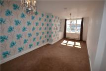 Maisonette to rent in Reading Road, Wokingham...