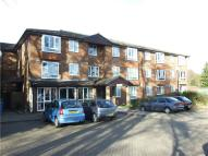 Apartment in Oak Lodge, New Road...