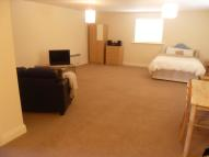 Ground Flat to rent in North Crawley