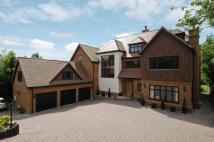 Detached house in Chelsfield Hill...