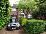 5 bed home in Beechwood Avenue