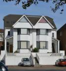 3 bed Ground Flat to rent in Regents Park Road N3