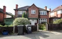 8 bed Detached home to rent in Oakfields Golders Green...