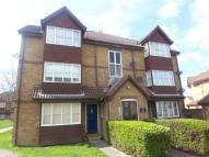 Studio flat in Frobisher Road, Erith
