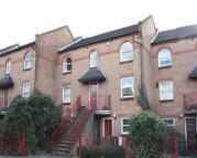 Victoria Park Road Maisonette to rent