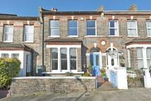 4 bed property in Elland Road, Nunhead...