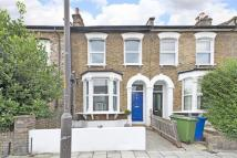Hollydale Road Flat for sale