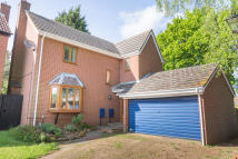 4 bedroom Detached house in Cross Way...