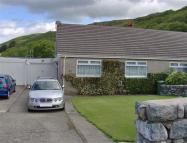 2 bedroom Semi-Detached Bungalow in Ffordd Pentre Mynach...