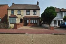 4 bed semi detached home in Rainham Road South...