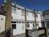 Flat to rent in High Street, Bexley, Kent
