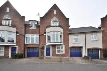 4 bed Terraced house in College Place...
