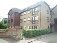 2 bedroom Flat in Court Lodge...